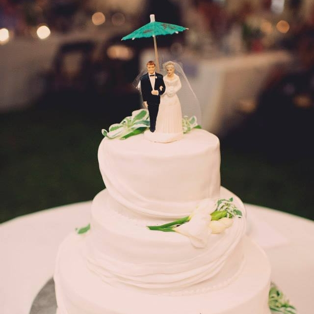 Boutique-DC-Wedding-Planner-Backyard-MD-Cake-A-Griffin-Events.jpg
