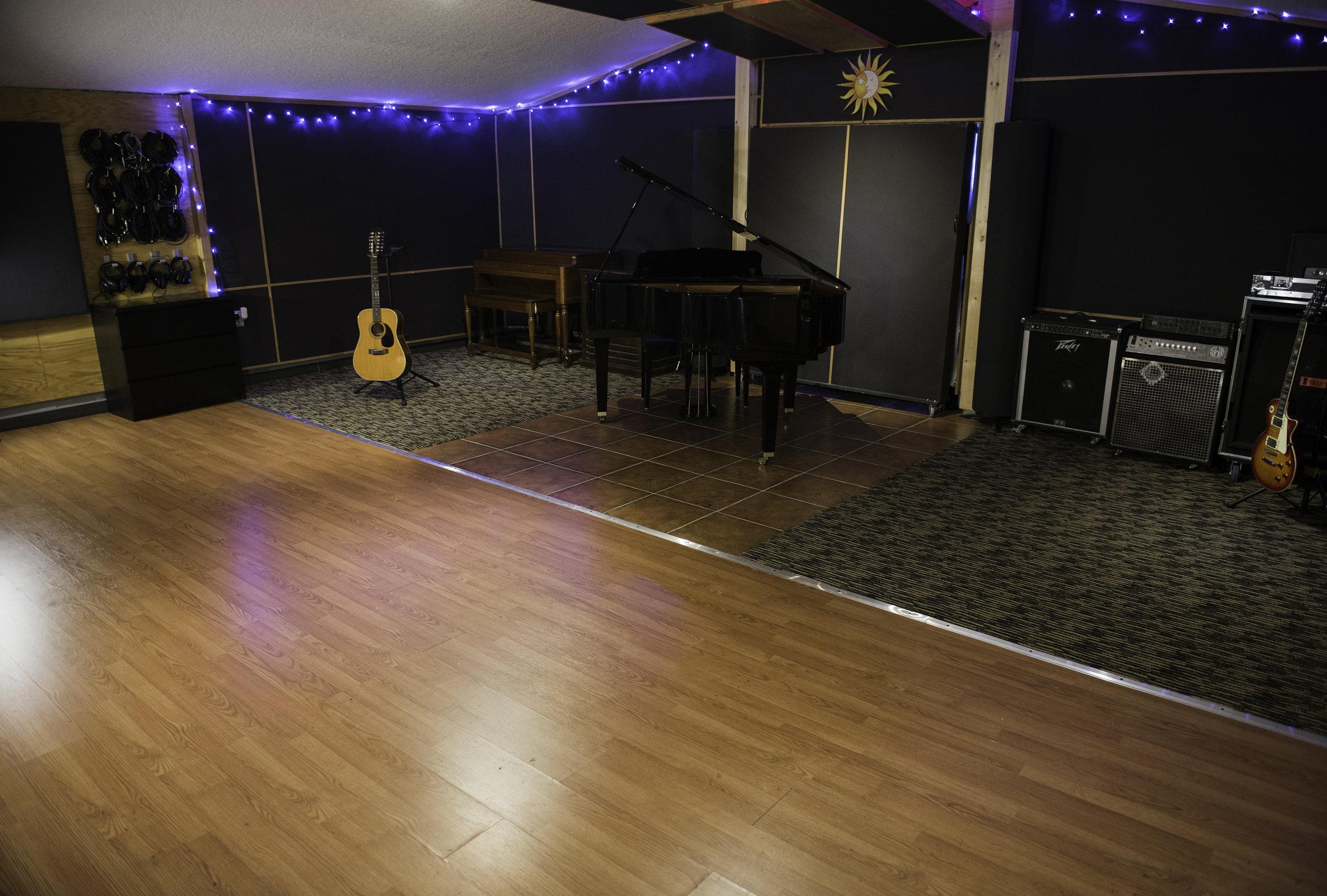 Studio_LiveRoom_Piano2.jpg