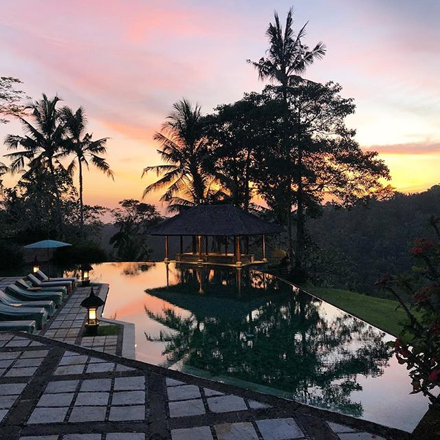 This sunset!! 👆🏼😍🌅 @amandari_resort @aman #amanhotels #inspo #bali #indonesia #hospitalitydesign #design #hotels #sunset #luxury #travel