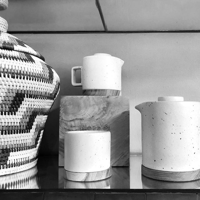 Handmade Asian ceramics by local artisans are something that I cherish and love to search for during my travels! These lovelies caught my eye 😍 Simple modernity. . . . #pottery #ceramics #travel #design #artisan #interiordesign #studiojwdesign #attentiontodetail #minimal