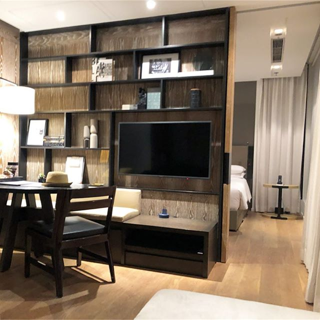 Home for a while here in HK! Design makes the world of a difference while traveling between just a place to stay and what feels like a home away from home. It's all in the details. . . . #hongkong #design #interiordesign #hospitality #travel #hk #homeawayfromhome #studiojwdesign