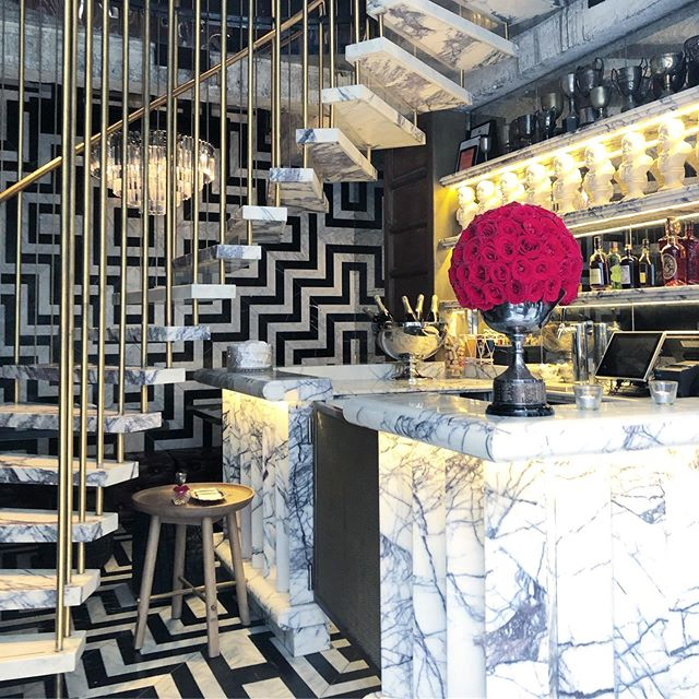 What a BEAUTY I've just stumbled upon during a recent trip to Hong Kong! 😍 glamorous, feminine, and bold, yet sophisticated . . . #interiordesign #hongkong #hk #bardesign #marble #blackandwhite #monochrome #glamour #inspo #studiojwdesign #latergram
