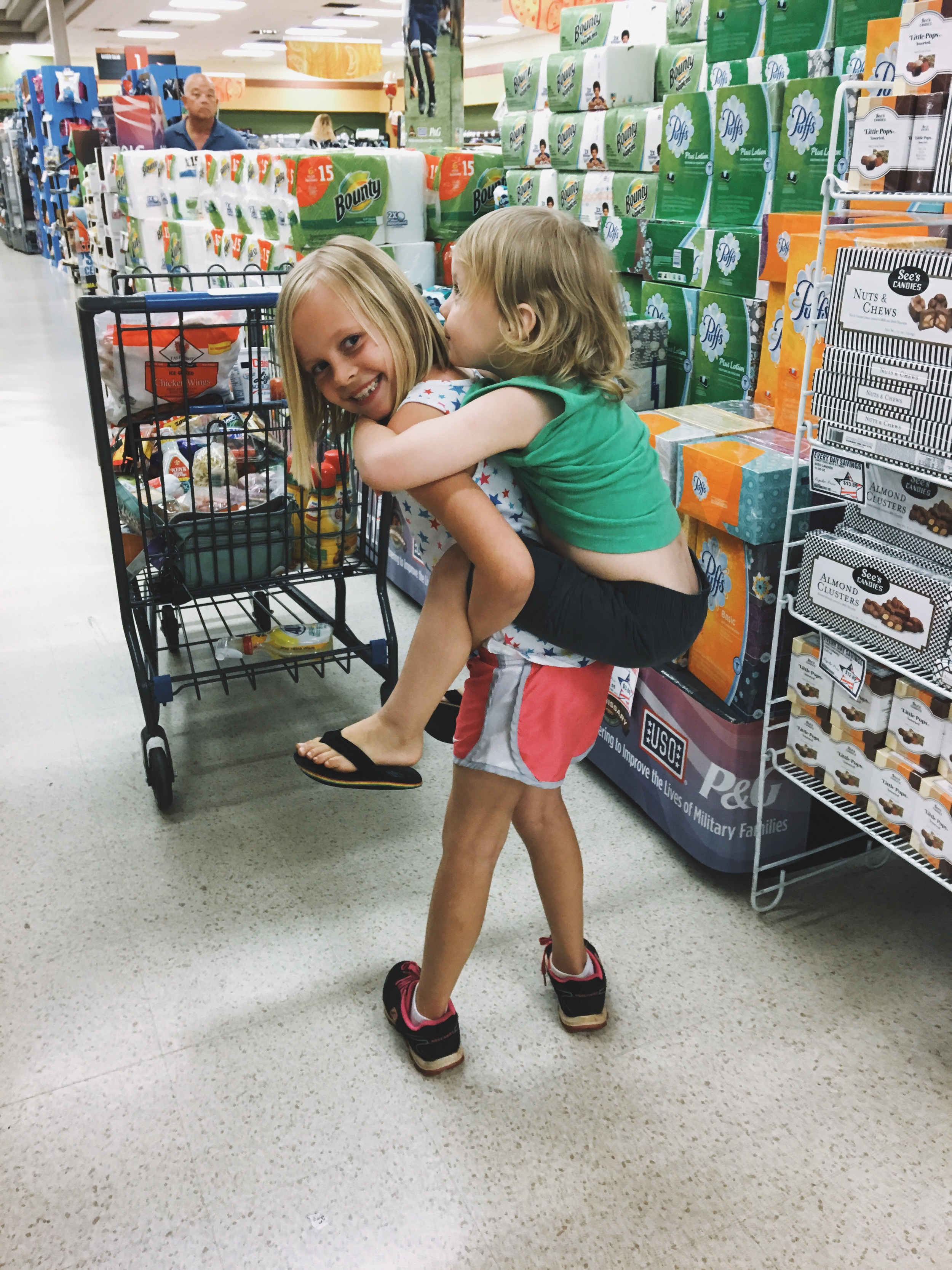 grocery shopping piggyback ride iphone lifestyle photography