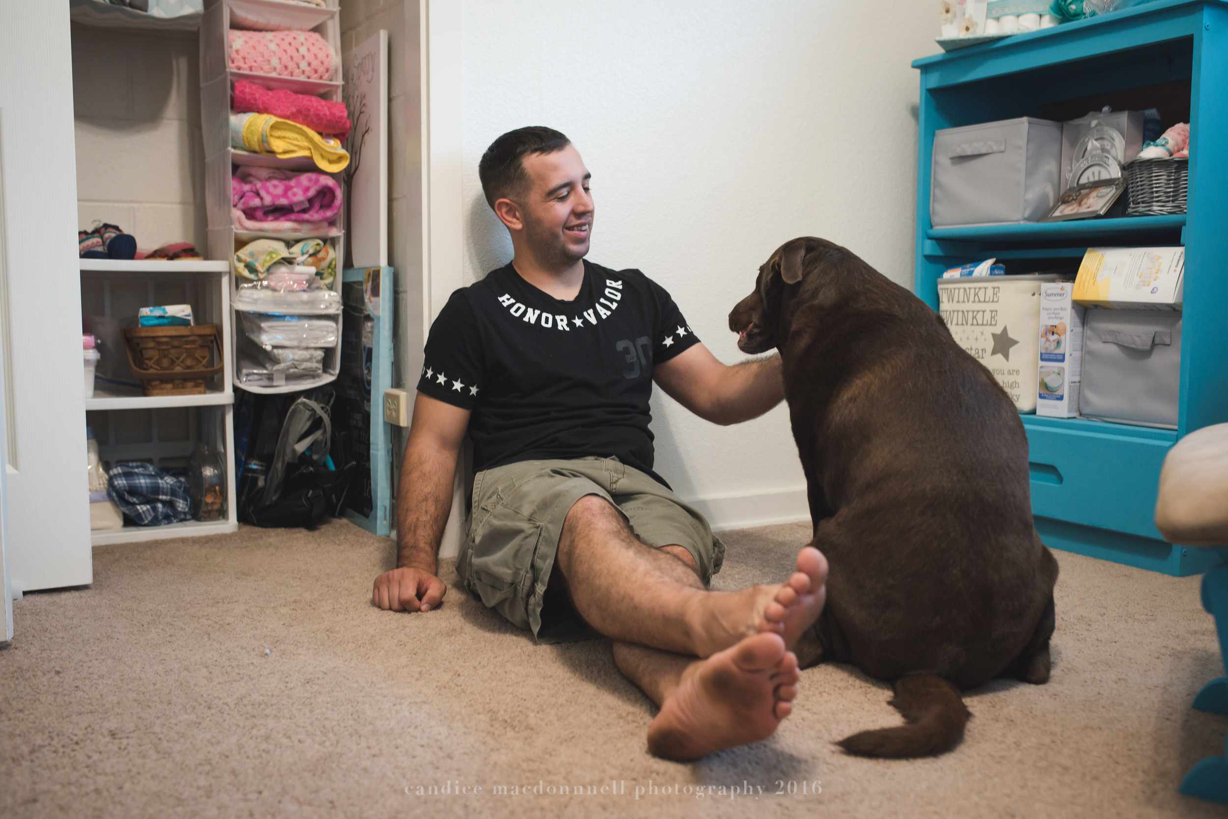 newborn lifestyle photograph dad and big sis dog oahu hawaii photographer