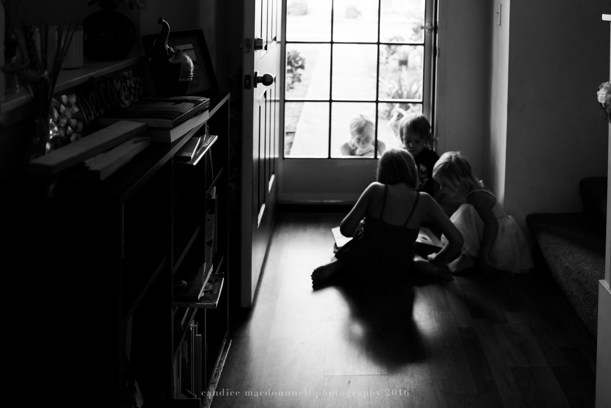 kids reading to each other oahu hawaii family documentary photographer
