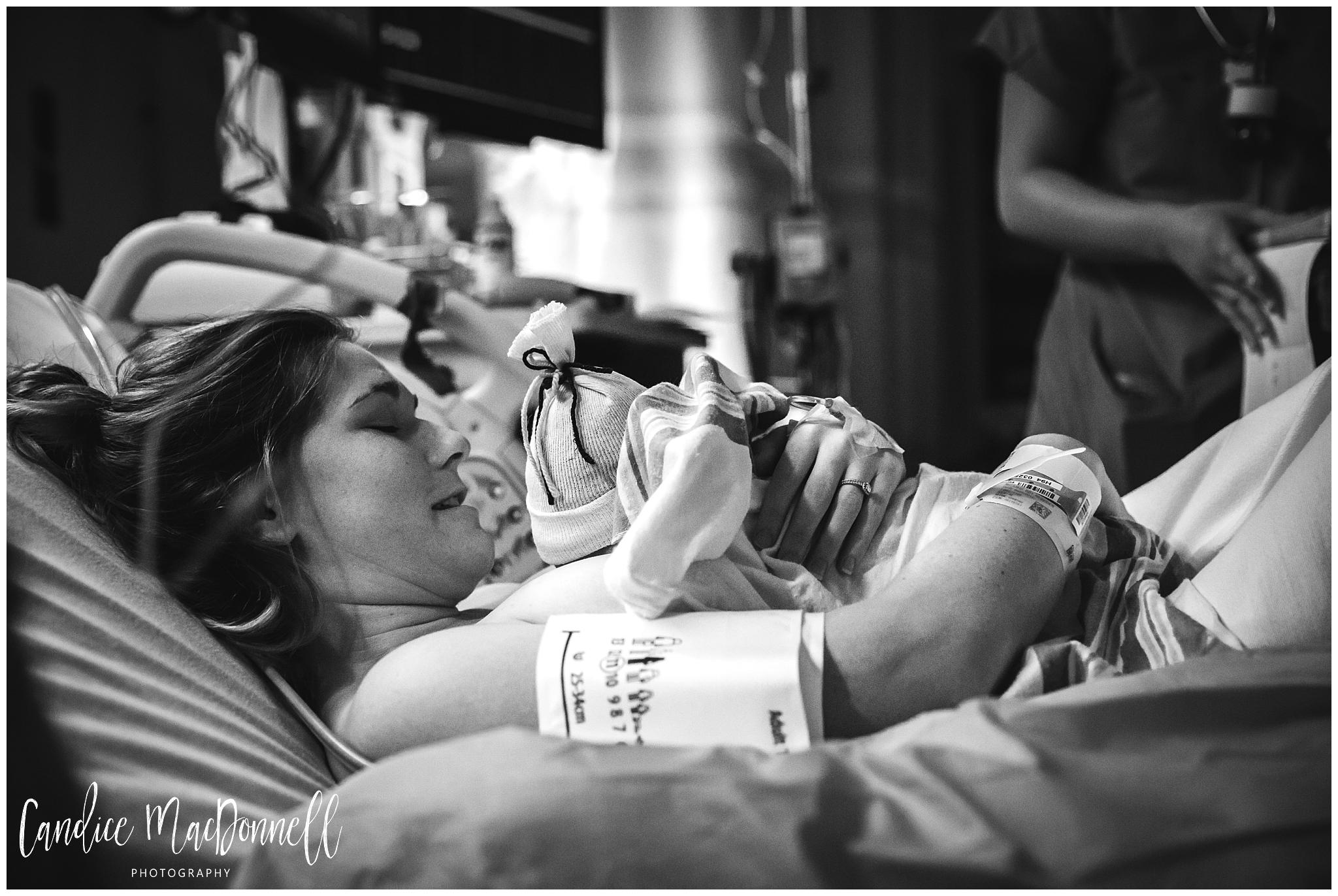 mom with newborn baby oahu hawaii birth photography