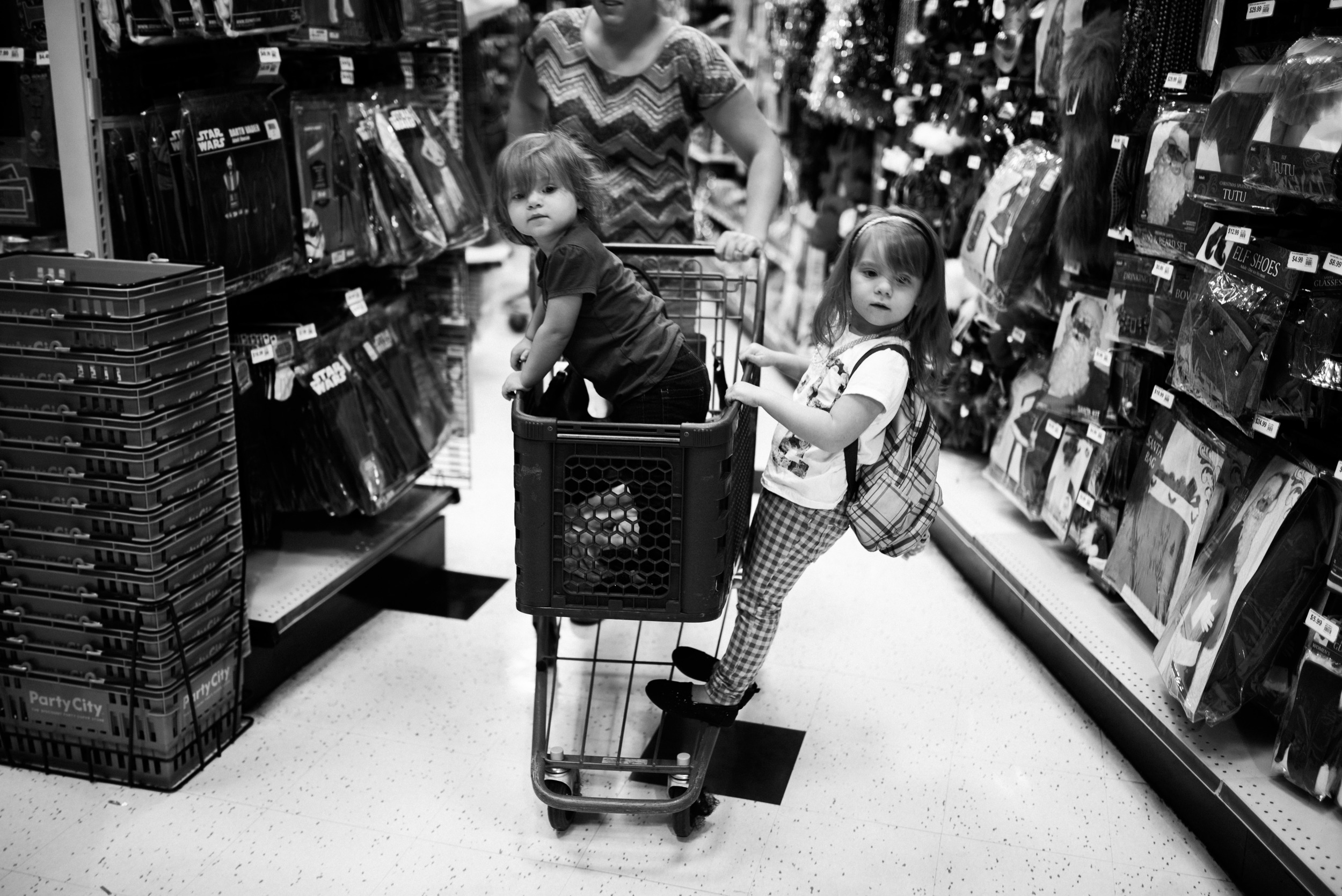 shopping with two girls lifestyle photographer candice macdonnell