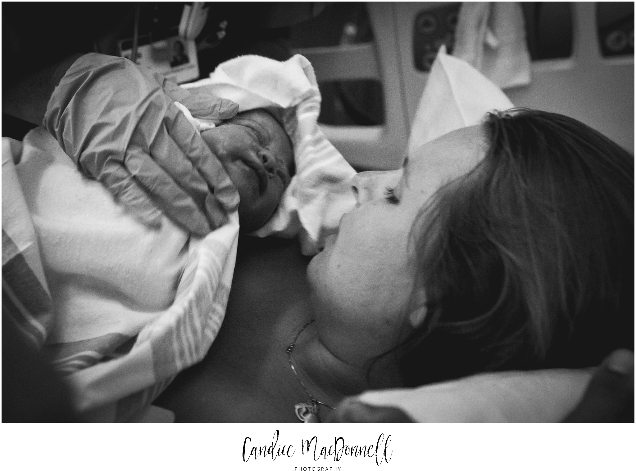 first look at newborn baby girl oahu hawaii family photography
