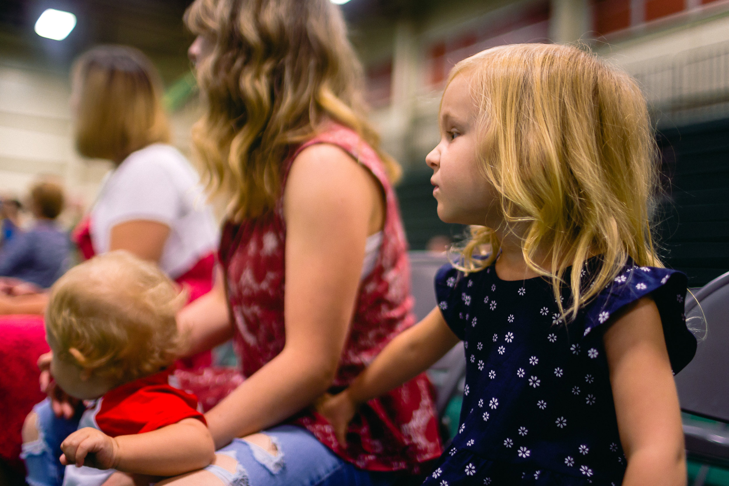 girl watching deployoment homecoming ceremony fort leonard wood photographer