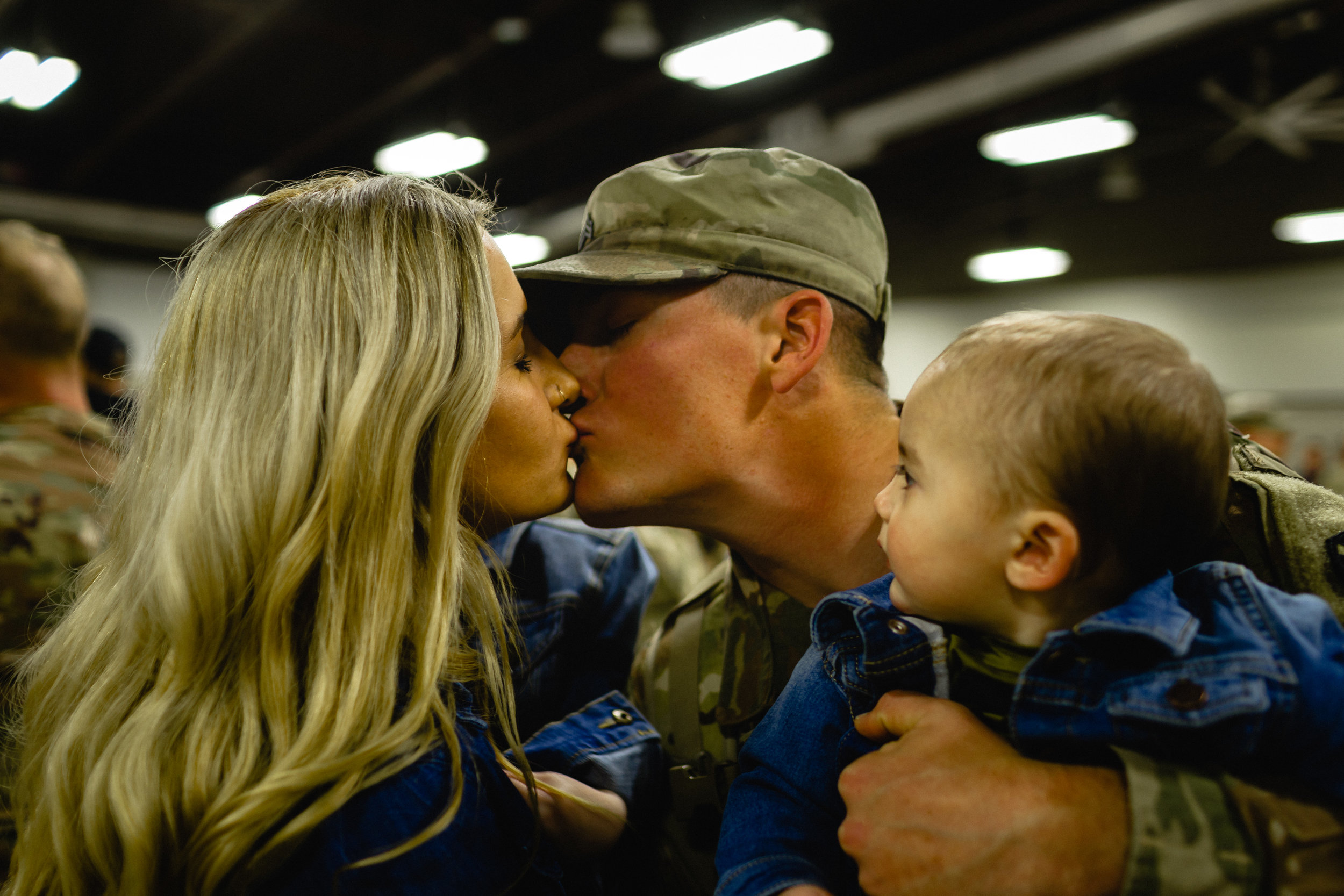 redeployment kiss fort Leonard wood photographer