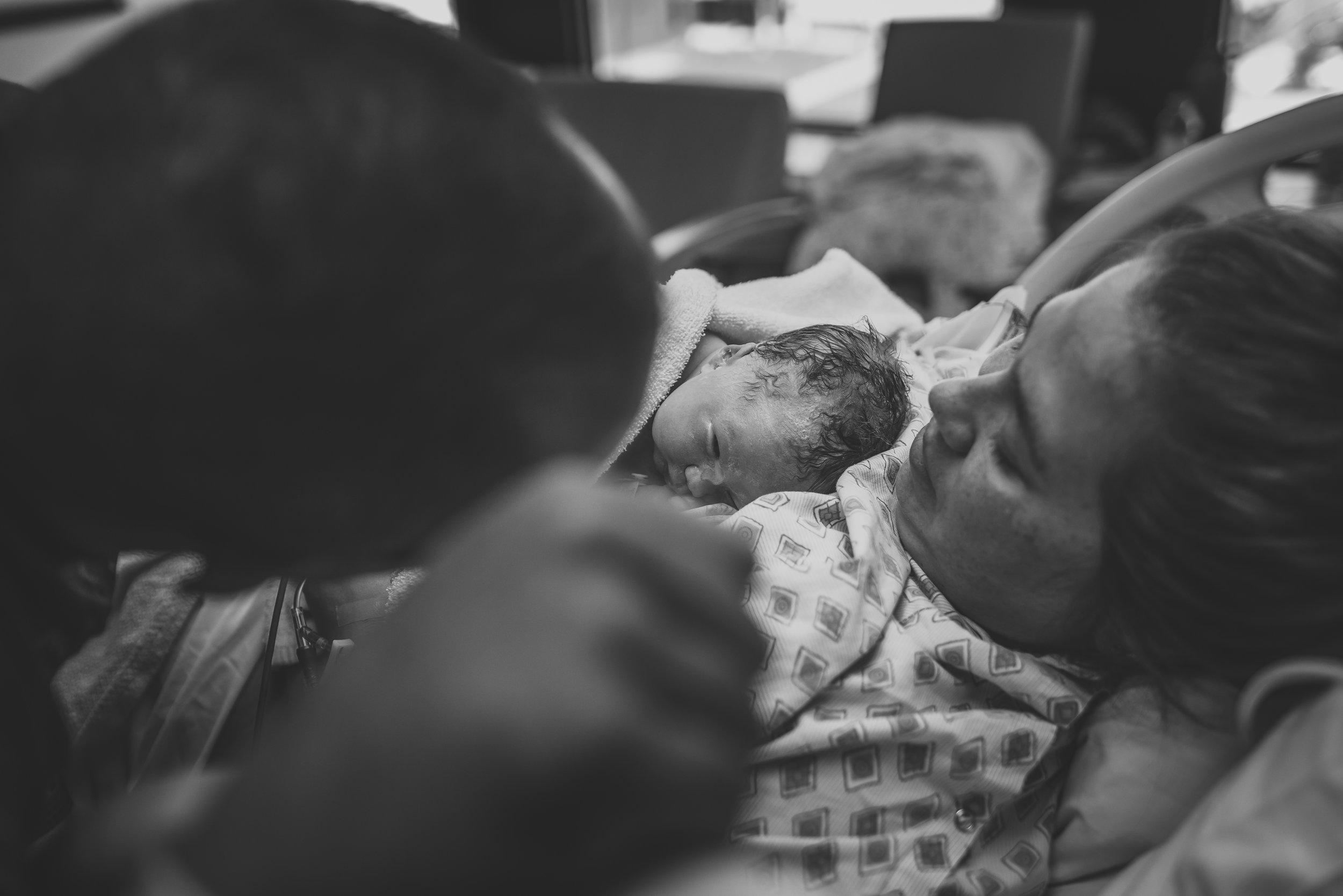 missouri fresh 48 lifestyle newborn birth photographer