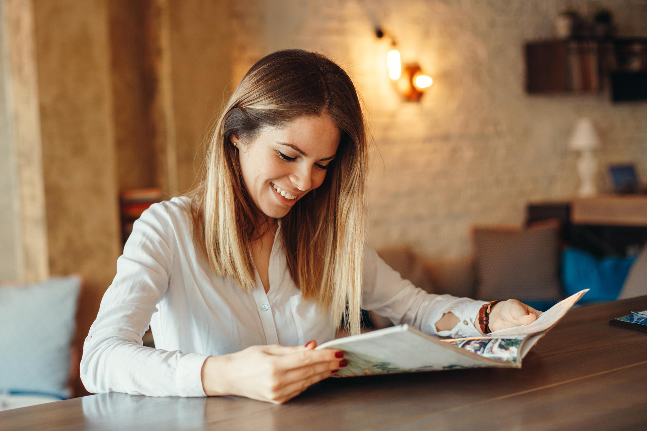 Publikacja drukowana w stylu magazynu wnętrzarskiego jest najbardziej ekskluzywnym medium w naszym portfolio. - Z magazynem docieramy do największych agencji nieruchomości pokazując nieruchomości premium w niespotykany sposób.