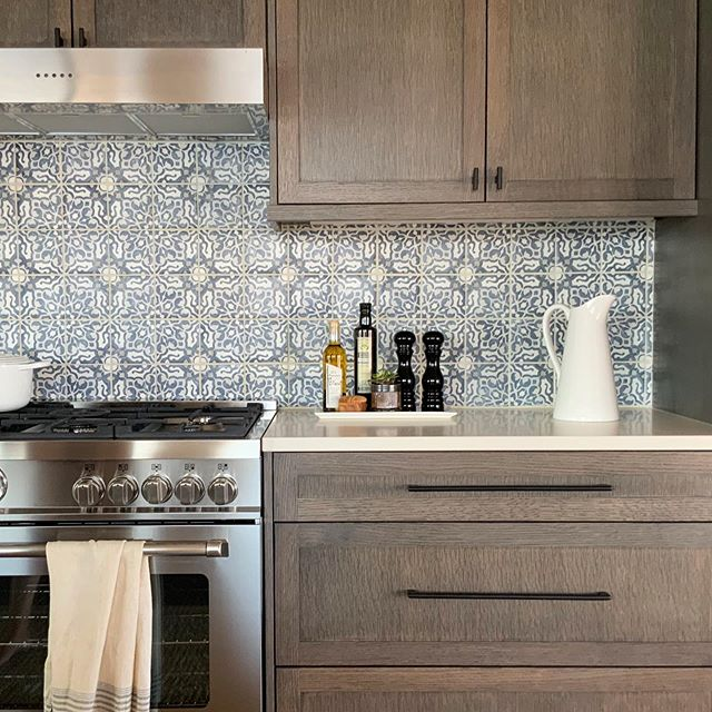 Chelan photo shoot sneak peek! The shoot was on Friday, and my lovely client offered for my besties and I to stay at her place through the weekend. It was such a treat to relax and celebrate in a space I designed. Professional shots coming soon! #sneakpeek #kitchen #chelan