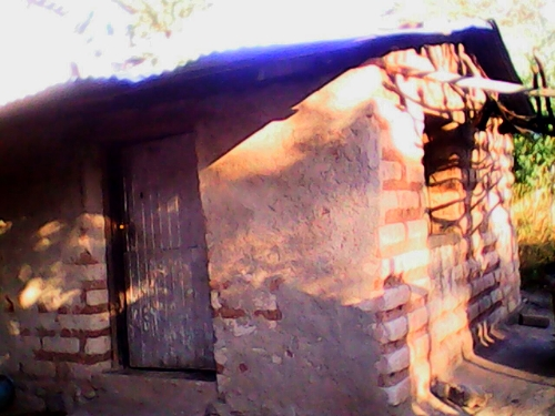 Mud houses are common to see in the outskirts of the cities or rural indigenous areas of the country. Sadly, is a common reality that you get accustomed to seeing.