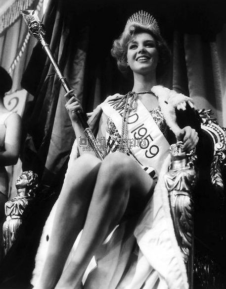 Deu Holanda no Miss World 1959, com Corine Rottschaefer vencendo em Londres.