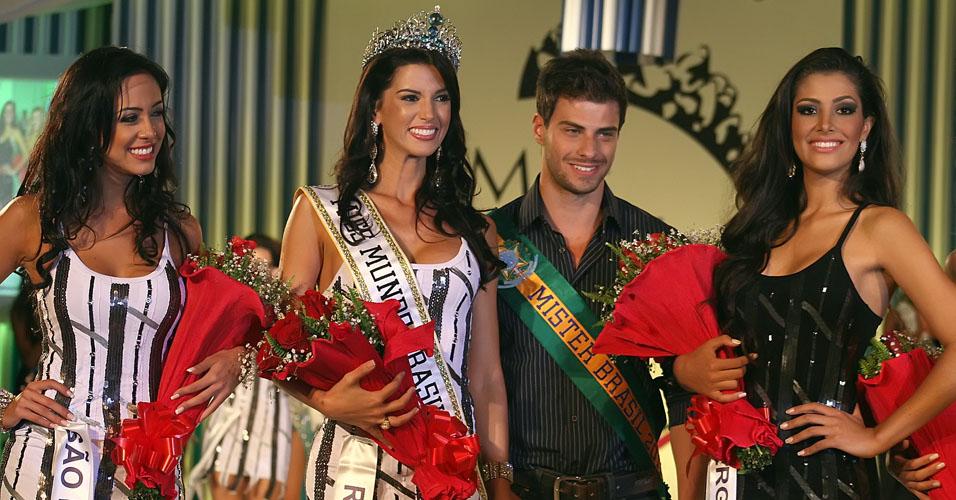 Juceila Bueno foi a última Miss Brasil Mundo a ser eleita em Angra dos Reis, em 2011. Lucas Malvacini, Mister Brasil 2011, também eleito em Angra, aparece ao seu lado.