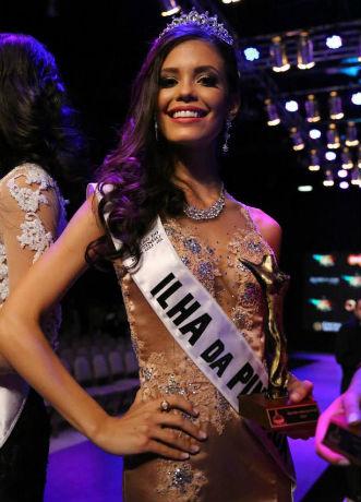 A hoje atriz global Vitória Strada, vice-Miss Brasil Mundo 2014.