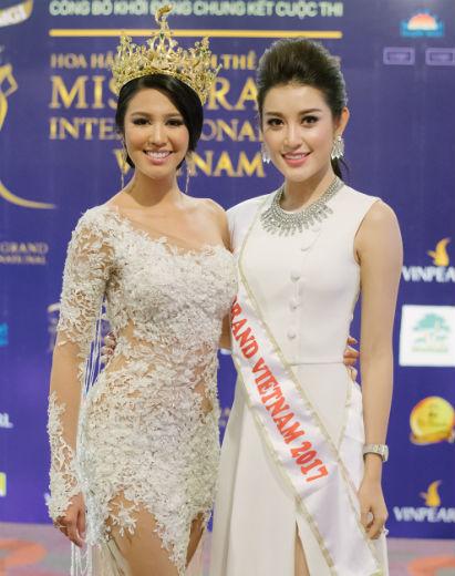 Ariska, a Miss Grand International 2016, ao lado de Nguyen Tran Huyen My, Miss Grand Vietnã 2017.