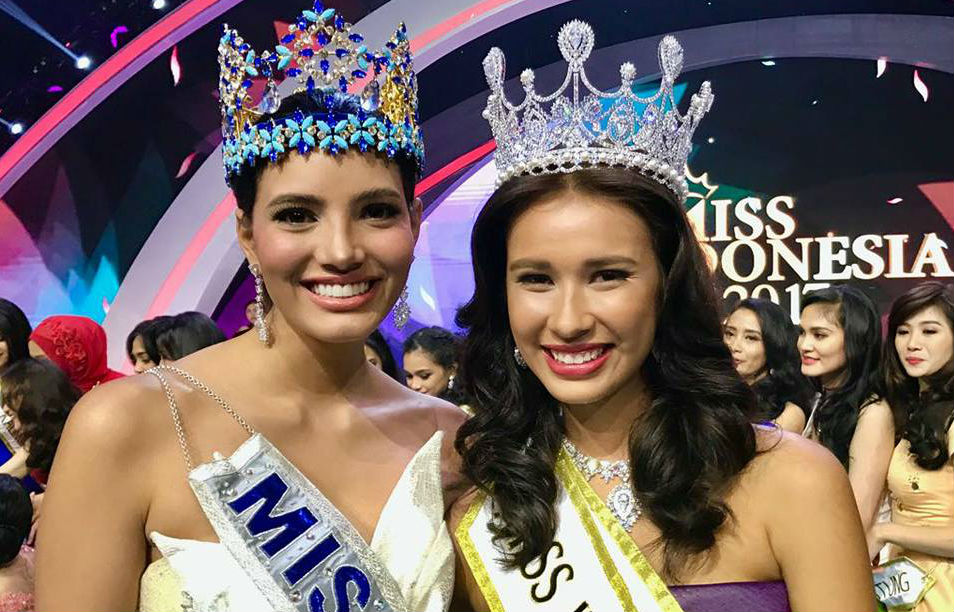 Miss World Stephanie del Valle e Miss Indonésia 2017 Achintya Nilson.