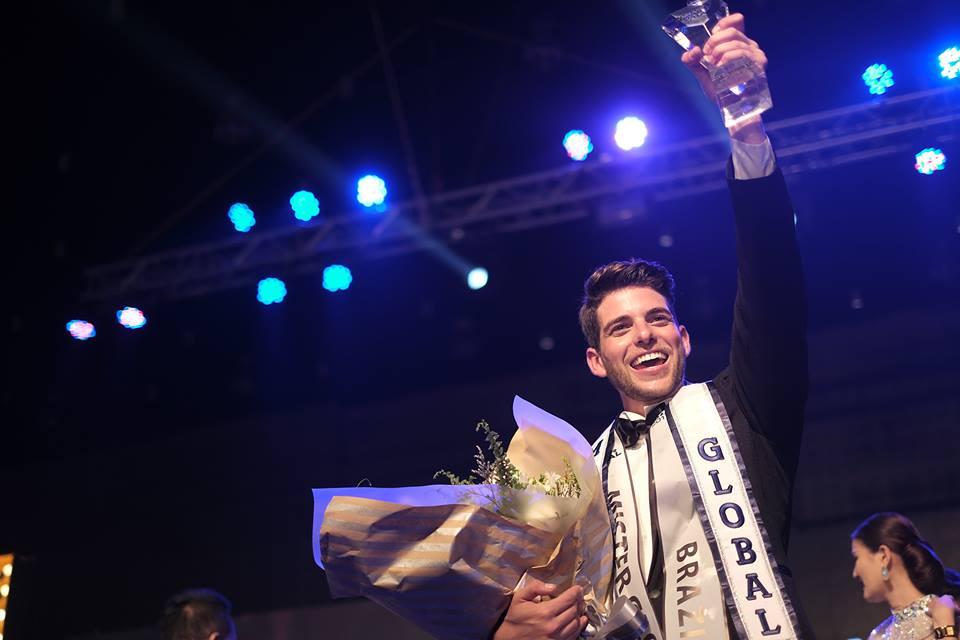 """Pedro Gicca tornou-se hoje o quarto brasileiro a ganhar um concurso do """"Grand Slam"""". Ele é o Mister Global 2017."""