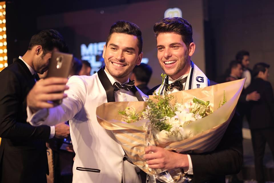 Selfie com o representante do Panamá, com quem Gicca fez amizade durante o concurso.