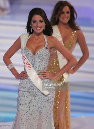 A bela mineira Iara Coelho, de Luz: o Brasil no Miss Mundo 2003, na China.