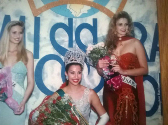 O Top 3 de 1996: Karina do Paraná (3), Anuska do Espírito Santo (Miss Brasil World 1996) e Pherla de Minas (2).