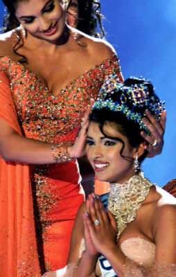 A coroa permaneceu na Índia, desta vez com Priyanka Chopra.