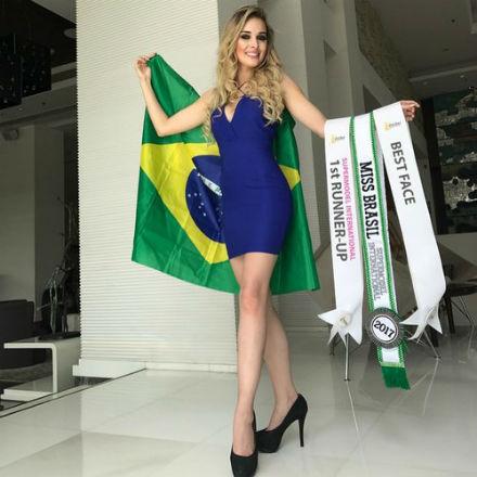 Quase que deu Brasil na Índia! A paranaense Katherin foi vice no Supermodel International 2017.