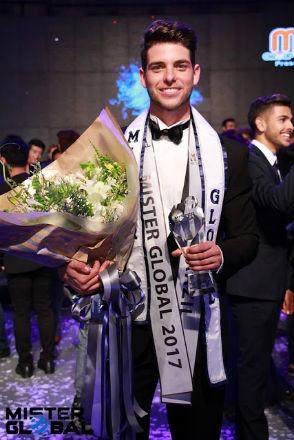 Orgulho brasileiro: Pedro Gicca venceu o Mister Global, na Tailândia.