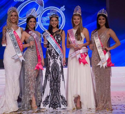 Júlia Horta representou o Brasil no exterior pela segunda vez e não decepcionou: quinto lugar no Miss Tourism Inernational, na Malásia.