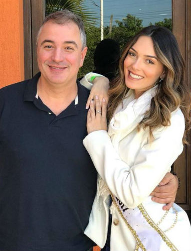 Henrique Fontes, diretor do Concurso Nacional de Beleza, e Gabrielle Vilela, Miss Brasil Mundo 2017.