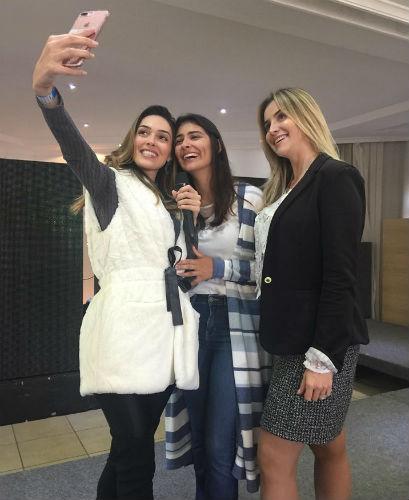 Gabrielle, Caroline e Daiane durante os ensaios que precedem a grande final do Miss Rio Grande do Sul CNB 2018.