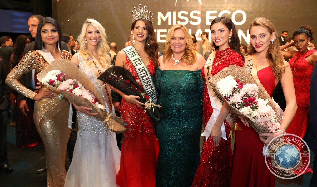 O Top 5 do Miss Eco International 2019 com a dra. Amaal Rezk, criadora e diretora do concurso que é realizado no Egito anualmente (foto Leonardo Rodrigues / Global Beauties).