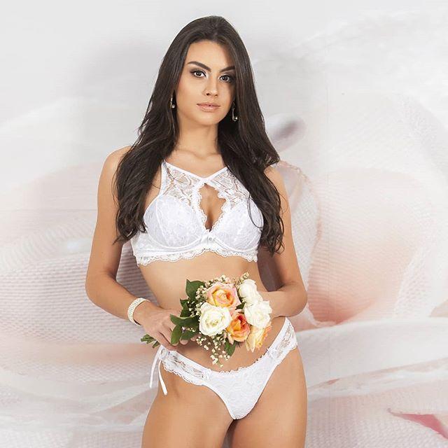 Marjorie Marcelle (@marjoriemarcelle), Miss Grand Brasil 2019, em trabalho recente. 📷 Divulgação. -  @dallonderhoteisoficial @turismo.bento @missgrandinternational @missgrandbrasil @livitreinamento @institutovocerj @santaluizatur @ivaespacodabeleza @casadaovelha_oficial @officialglobalbeauties @gabrielsouzadj @drmanuelbarrios @noticiasdebento @portalr7 #cnb #concursonacionaldebeleza #missbrasil #missgrandbrasil #missgrandinternational #missgrand #marjoriemarcelle #miss #beautyqueen #livitreinamento #dallonderhoteis #serragaucha #bentogoncalves #institutovocerj #portalr7