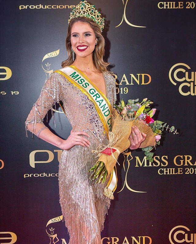 Parabenizamos a bela @franciscalavandero , eleita Miss Grand Chile 2019 em evento organizado pelo amigo @kenomanzur . Felicitaciones, reina!! 💟 #missgrandchile #missgrabdbrasil #missgrandinternational  Foto Gab Alfonsino