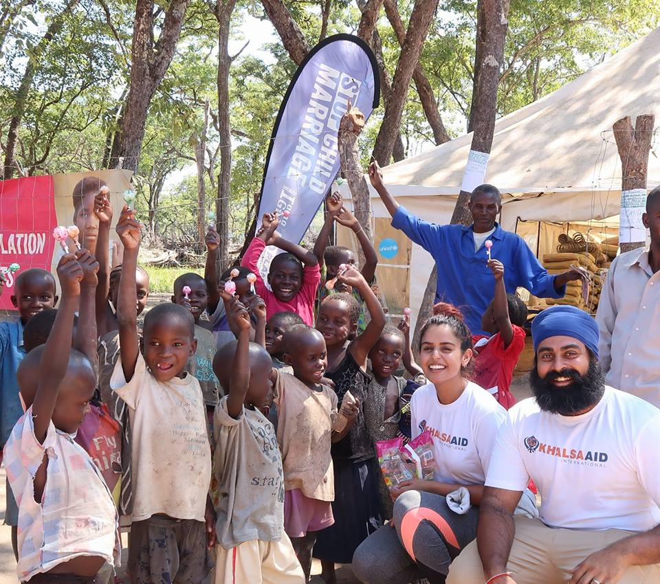 We're currently in Zambia, volunteering on behalf of @khalsa_aid to support the Congolese refugees that have been displaced because of the ongoing conflict in their homeland. These are some of the lovely little ones that are attending the schools set up by @planinternational in the Mantampala Refugee Camp. Khalsa Aid has been coordinating food and educational supplies in this camp. If you'd like to DONATE head to  www.khalsaaid.org