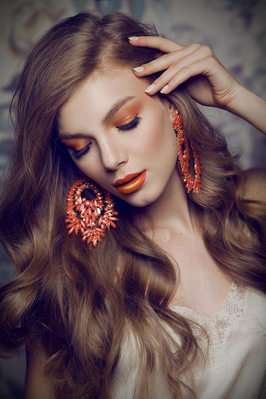 Fotograf: Tiberiu Arsene; Makeup: Ioana Stratulat; Hairstyle: Razvan Constantin; Nails: Madalina Cimpoaie; Beauty editor: Georgiana Constantin; Model: Madalina C (MRA)