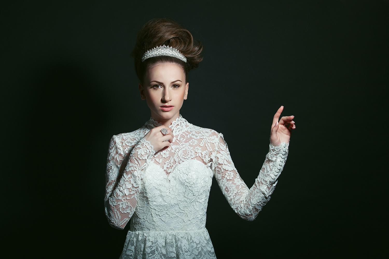 Fotograf: Tiberiu Arsene; Makeup: Irina Mihaita; Hairstyle: Sorin Stratulat;Model: Roxana Ionita