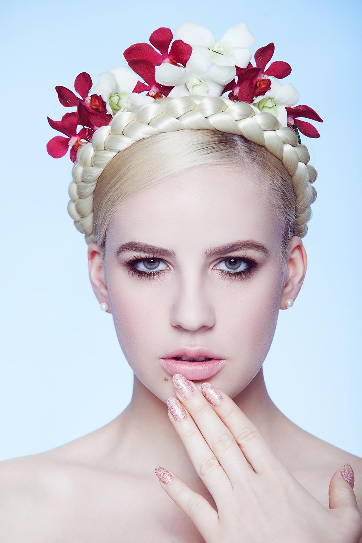 Fotograf: Tiberiu Arsene; Makeup: Marilena Stoian; Hairstyle: Sorin Stratulat; Elemente florale: Elisabeta Spreitzer;