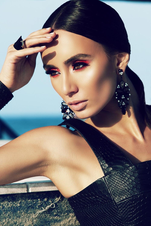 Fotograf: Tiberiu Arsene; Makeup: Irina Mihaita; Hairstyle: Beldie Daniel; Styling: Alexandra Calafeteanu;
