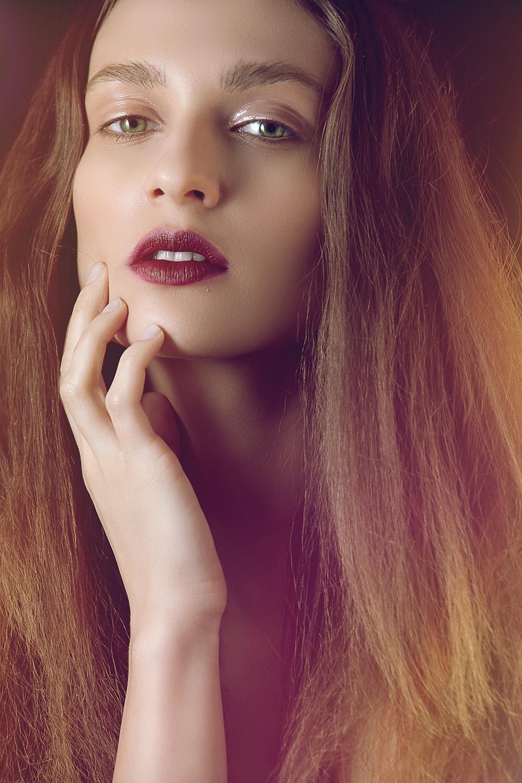 Fotograf: Tiberiu Arsene; Makeup: Marilena Stoian; Hairstyle: Sorin Stratulat; Model: Etoiles Models;
