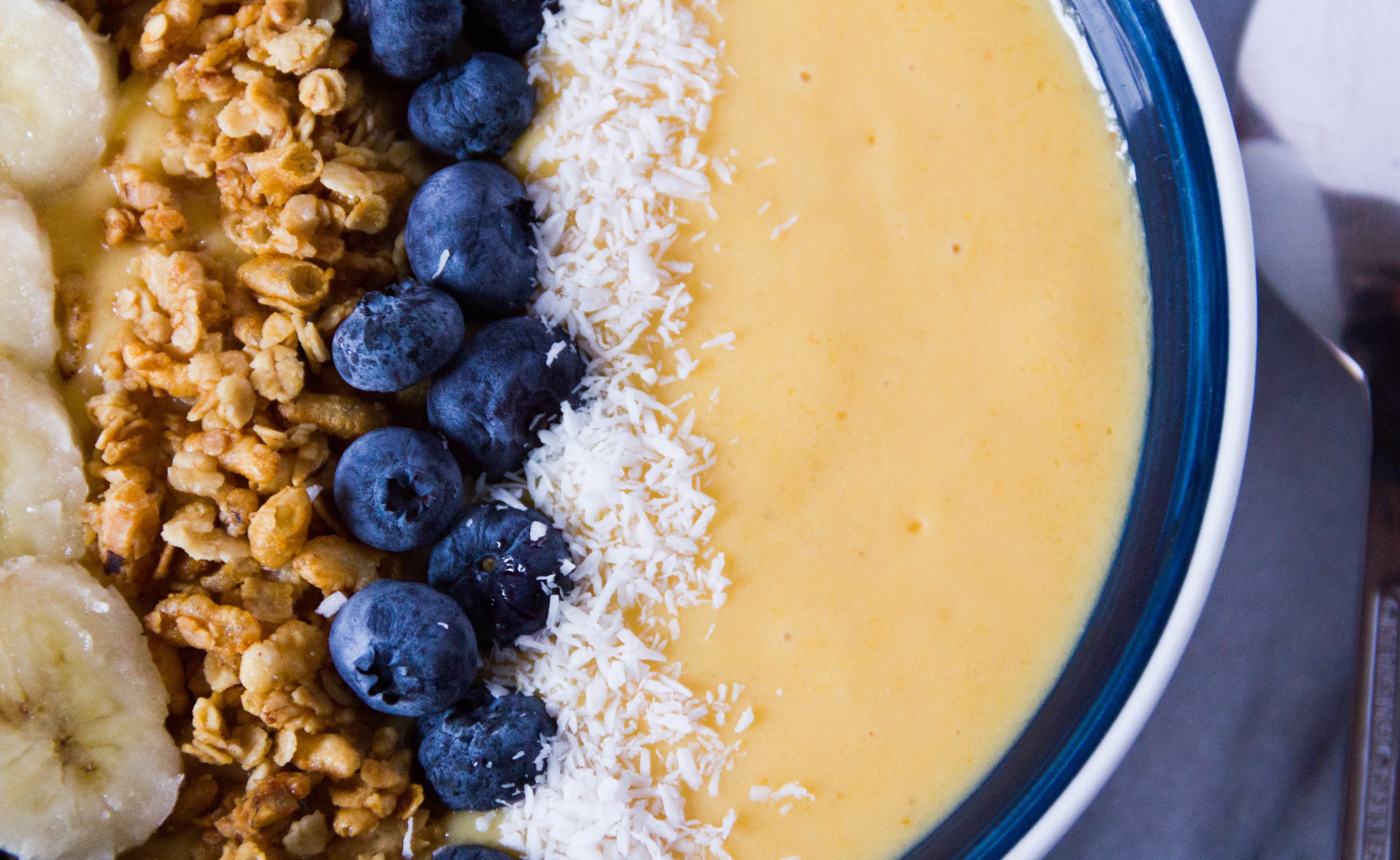 An extremely photogenic Pumpkin Mango Smoothie Bowl