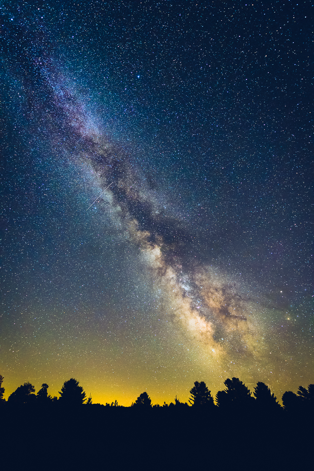 One of the first shots taken that night around 10:00pm. Milky Way still not vertical yet... but patience