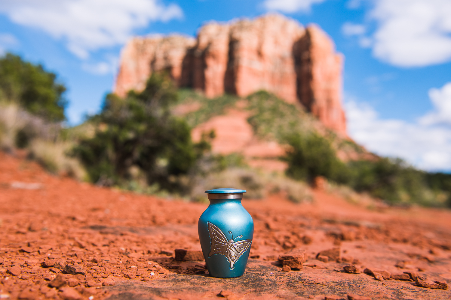 One of Edward Stuhl's wishes before he passed away in 2014 was to have his ashes spread at some of his favorite places. During our trip to Arizona, we were able to fulfill that wish when we visited the Red Rocks of Sedona. Pictured above is the butterfly engraved urn containing his ashes set in front of one of the most beautiful of Sedona's red rocks, Courthouse Butte. Before visiting Sedona ourselves, we had only heard of its allure from my father in law. Shortly after retirement, he and his wife and my mother in law, Judy, had spent several weeks there. What they brought back were stories of Sedona's unique character and appeal. Although we would have preferred to experience the Arizonan town with him while he was alive, we were able to enjoy Sedona with him in our own special way.