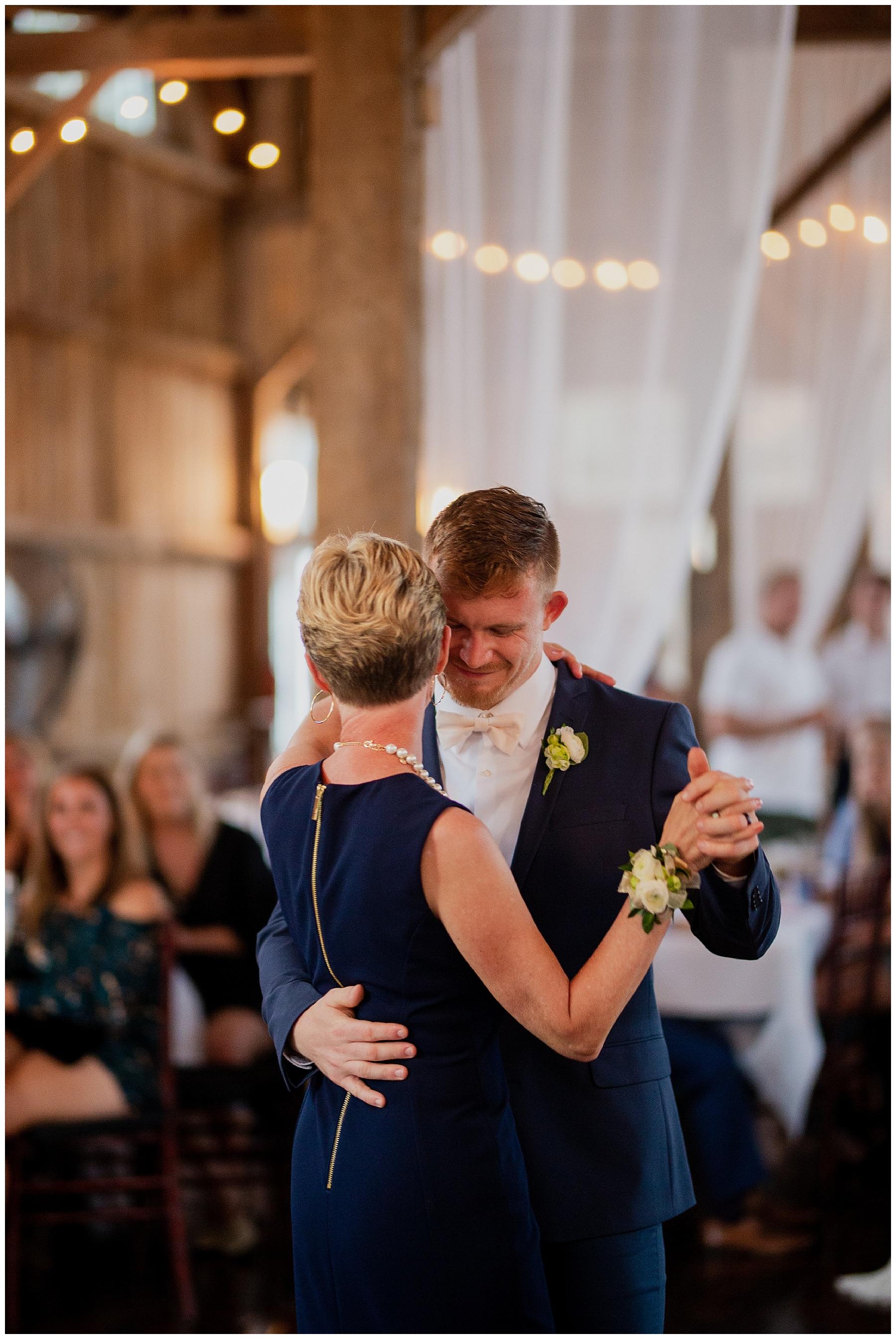 WISCONSIN WEDDING PHOTOGRAPHER 177.jpg