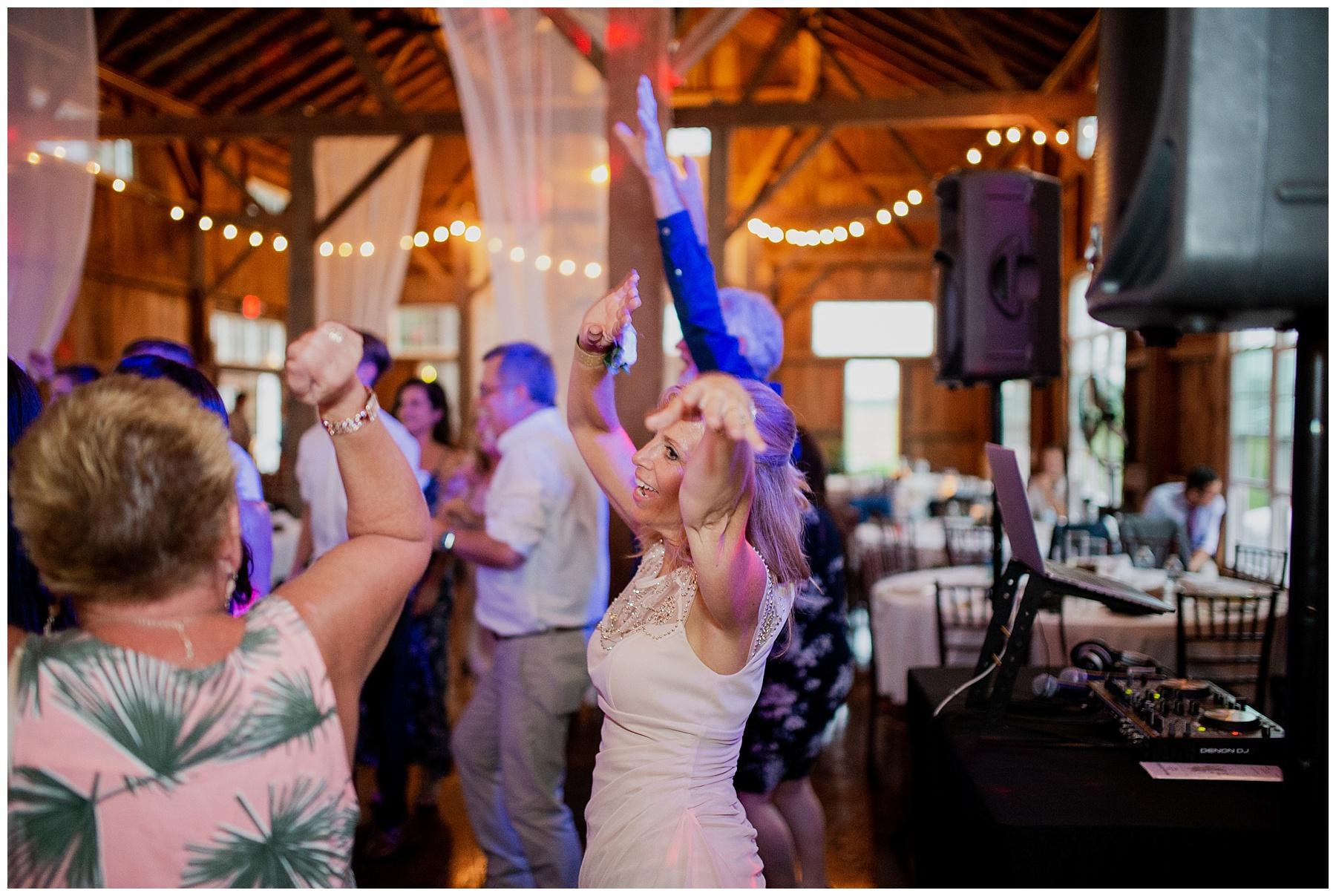 WISCONSIN WEDDING PHOTOGRAPHER 182.jpg