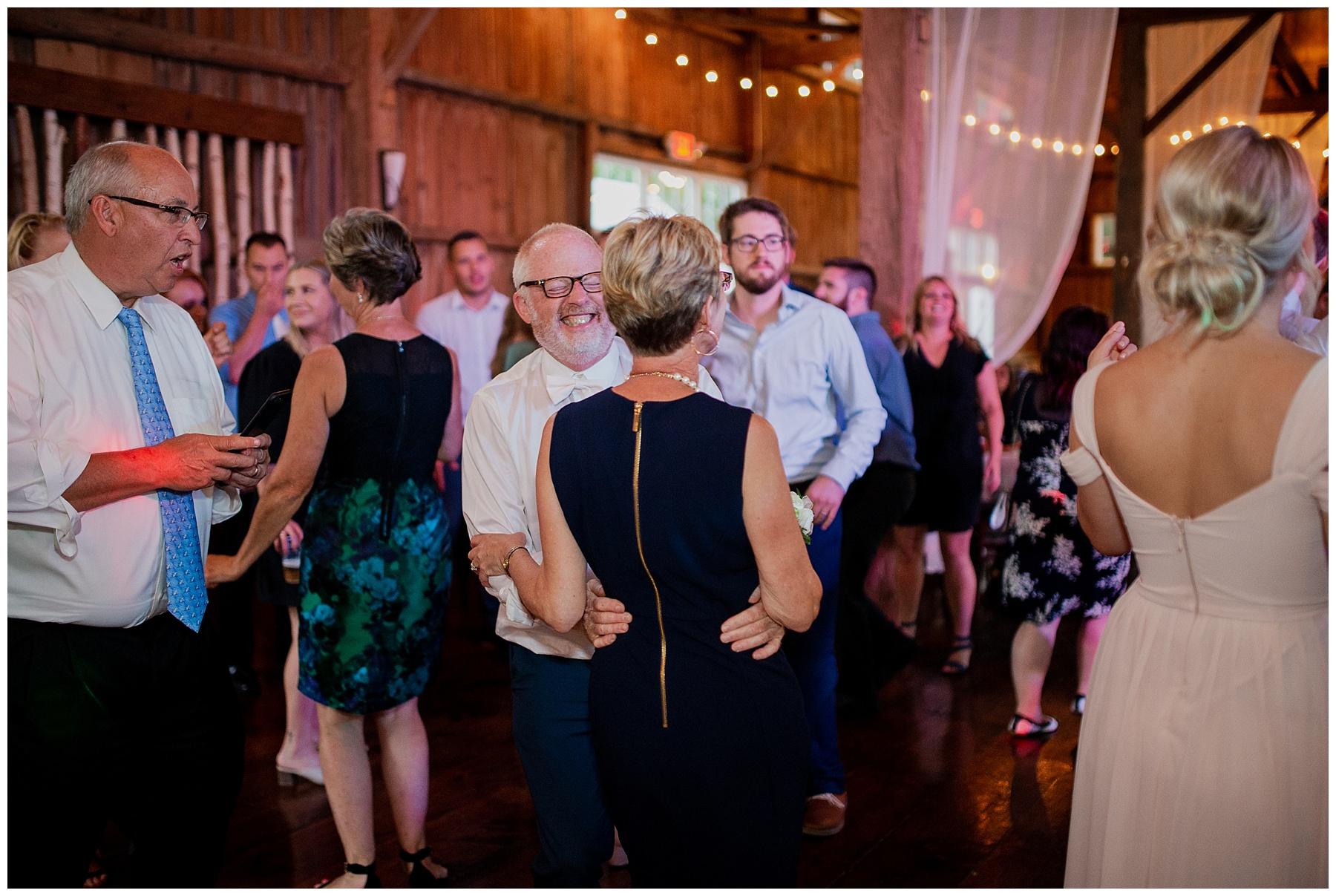 WISCONSIN WEDDING PHOTOGRAPHER 188.jpg