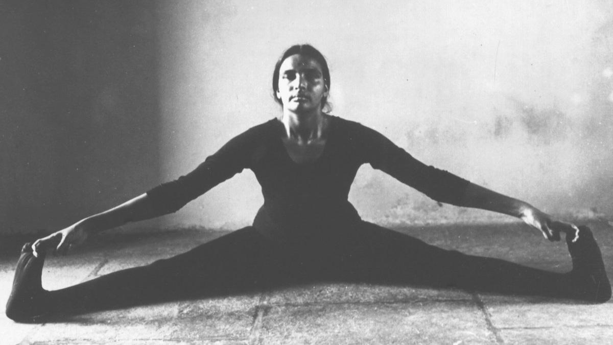 Geeta Iyengar in Upaviṣṭa Koṇāsana