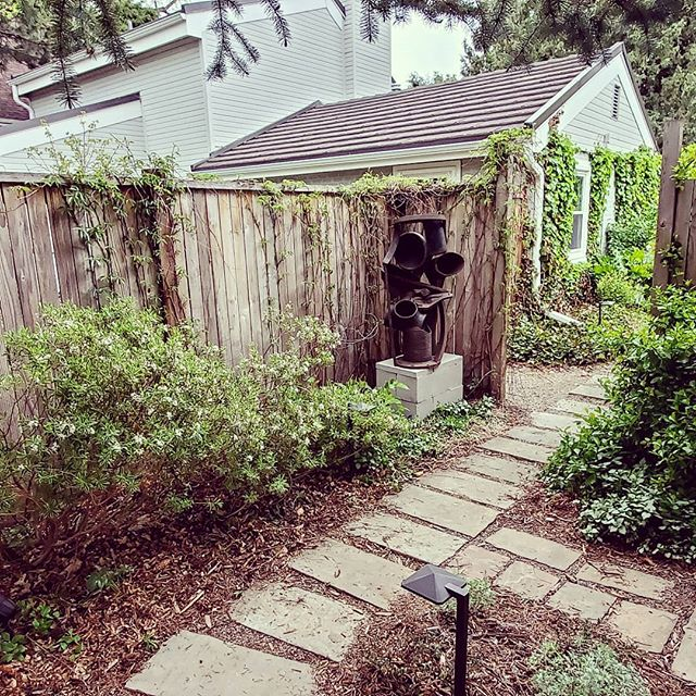 "Had the pleasure of installing ""Skipper's Jig"" temporaily along a garden pathway in Colorado. We picked up the sculpture two days ago in Redmond Oregon!  #gardenart #abstractsculpture #coloradosculpture #publicart #denver  #colorado #coloradoart #gardenpath #spring #newartist #dia"